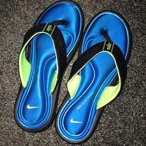 Nike comfort footbed flops